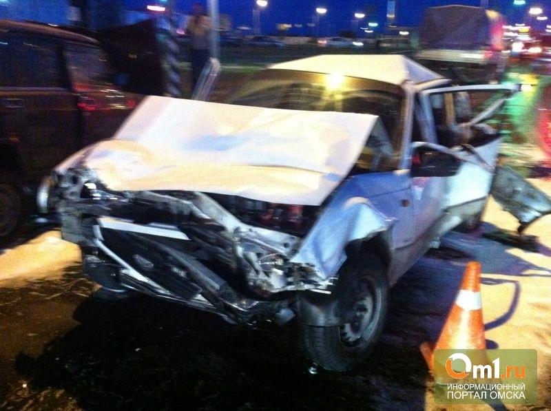 В Омске Land Сruiser протаранил 7 авто: четверо пострадавших