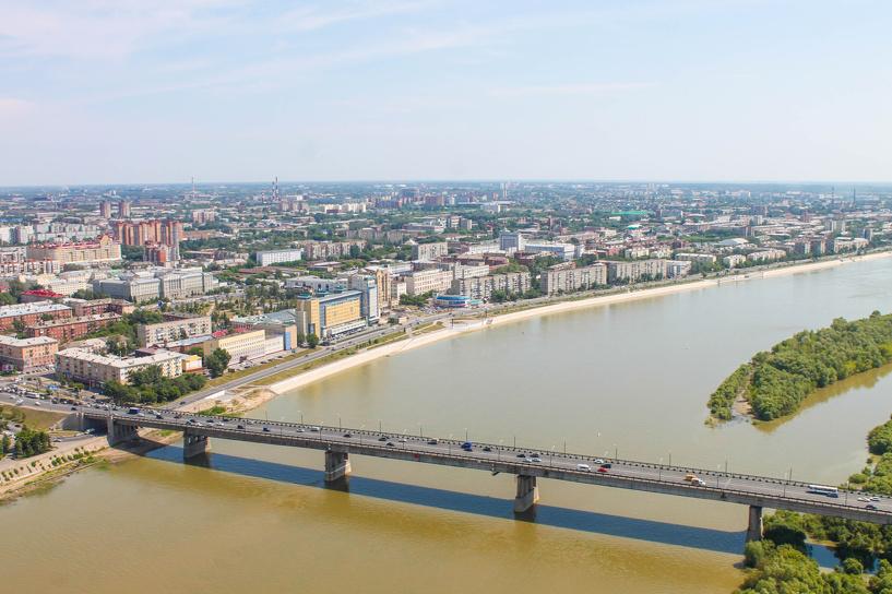 Две аварии образовали огромную пробку на Ленинградском мосту в Омске
