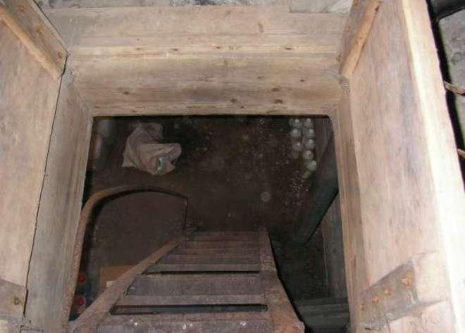 В погребе частного дома нашли тело убитого омича