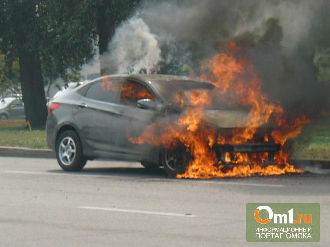 В Омске на платной стоянке сгорел новенький Hyundai Solaris