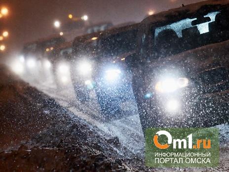 Из-за ливня в Омске образовалось сразу пять крупных пробок