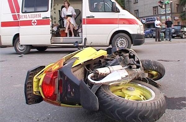 В Омске водитель иномарки сбил 15-летнего мопедиста