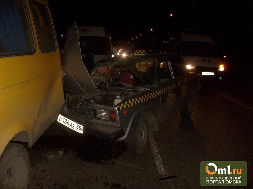 В Омске такси врезалось в маршрутку