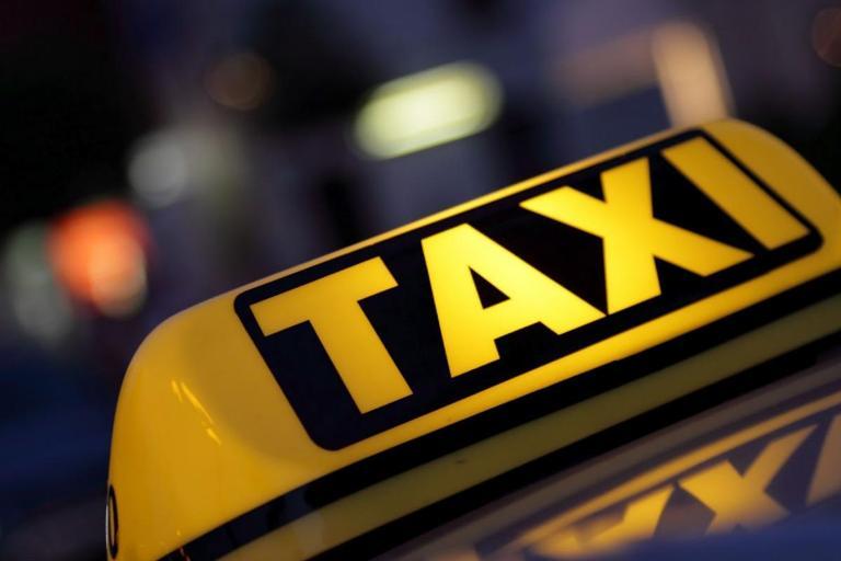 В Омске пассажир подозревается в краже у таксиста документов и денег