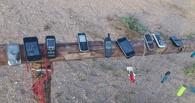 Омич прибил к асфальту 500 сотовых телефонов