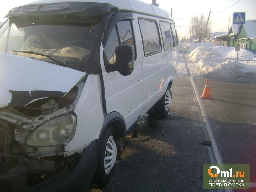 В Омске трамвай протаранил пассажирскую «Газель»