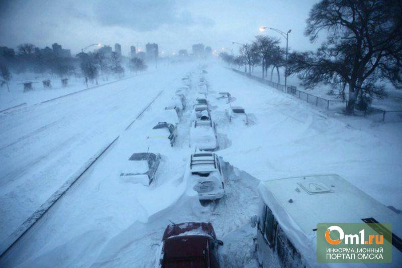 В Омске мэрия попыталась убрать снег с дорог
