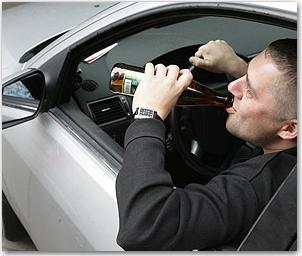 В Омске пьяный агрессивный водитель пытался избить полицейского