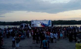 Назаров и Двораковский не пришли поздравить выпускников на Иртышской набережной