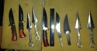 Омич незаконно изготавливал и продавал ножи