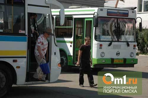 Омский водитель автобуса поплатился премией за нарушение графика