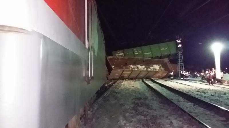 В Омской области грузовой поезд сошел с рельсов