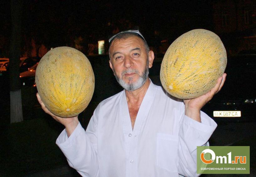 В Омском аэропорту у пассажиров из Узбекистана изъяли 57 кг фруктов
