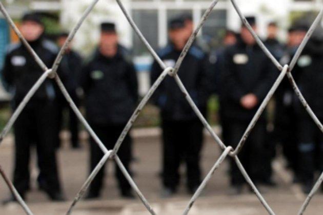 Демонстративный шантаж: на этапе в Карелию осужденные порезали себе вены (обновлено)