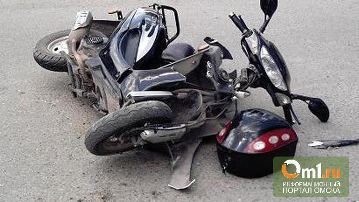 В Омской области на трассе погиб водитель мокика
