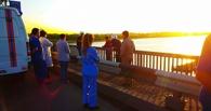 Соцсети: с моста в Омске спрыгнул человек