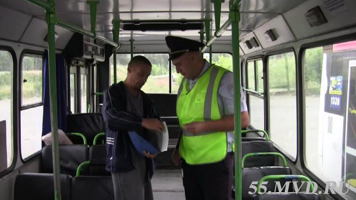 Омские полицейские нашли неисправности в 14 автобусах
