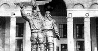 В Омске собираются восстановить скульптуру «Пилот и авиатехник» у старого аэропорта