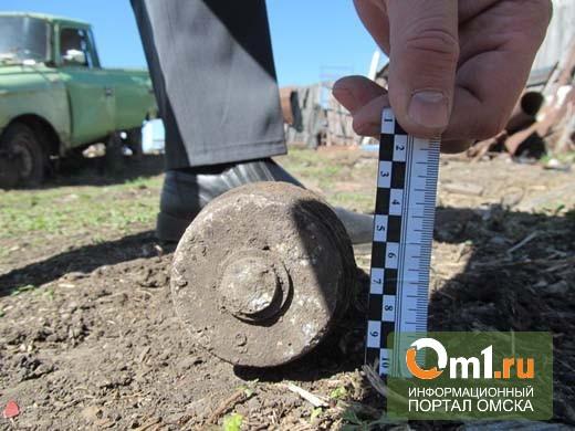 Омич нашел в куче мусора артиллерийский снаряд