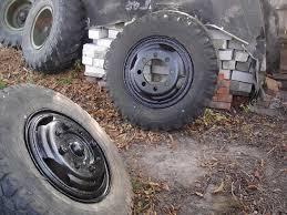 Водитель из Омска получил по голове, накачивая колесо «ЗИЛа»