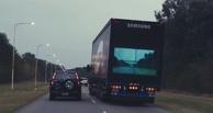 Видеть насквозь: придуман способ «смотреть» на трассу через фуры
