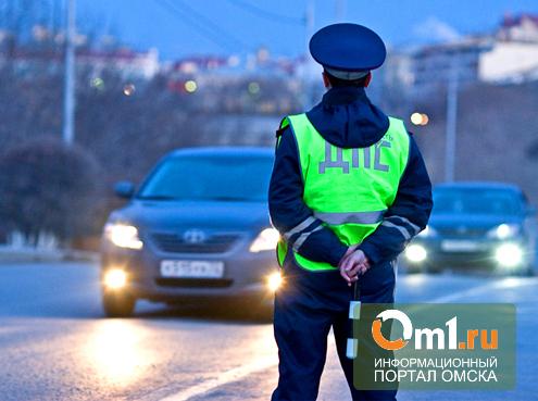 В Омске водитель «семерки» врезался в подъезд