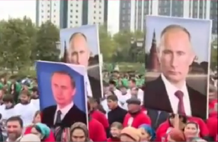 «Путын! Путын!» Сто тысяч чеченцев вышли на митинг в честь дня рождения президента