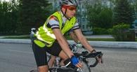 В ГИБДД объяснили, зачем велосипедиста в Омске сопровождал экипаж ДПС