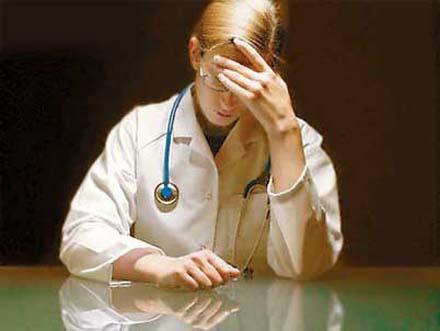 Омские врачи смогут уделять на письменную документацию не более 35% от общего времени
