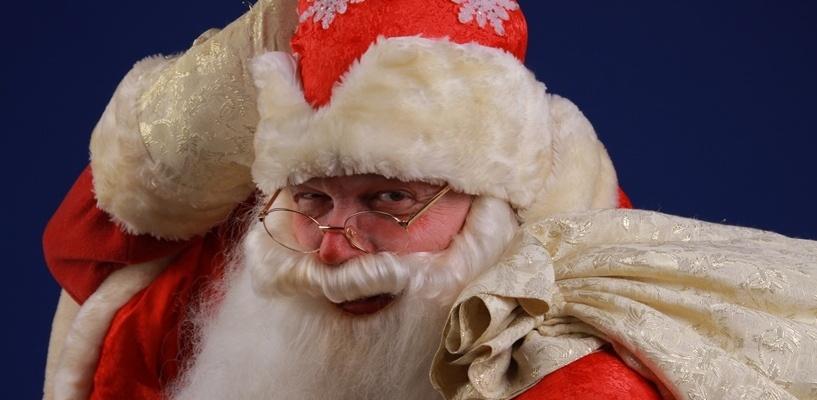 Эксперты омского УФАС в рекламном образе Деда Мороза усмотрели непристойность