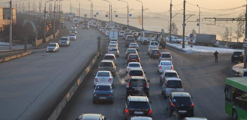 Обзор ситуации на дорогах в Омске: ДТП на Ленинградском и пробка на Красном Пути