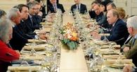 Клубника вместо грибов и яиц: кремлевский повар рассказал о меню друзей Путина