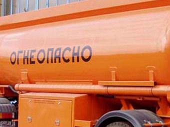 На трассе под Омском перевернулся грузовик со сжиженным газом