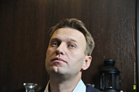 Навального посадили под замок и запретили выходить в интернет