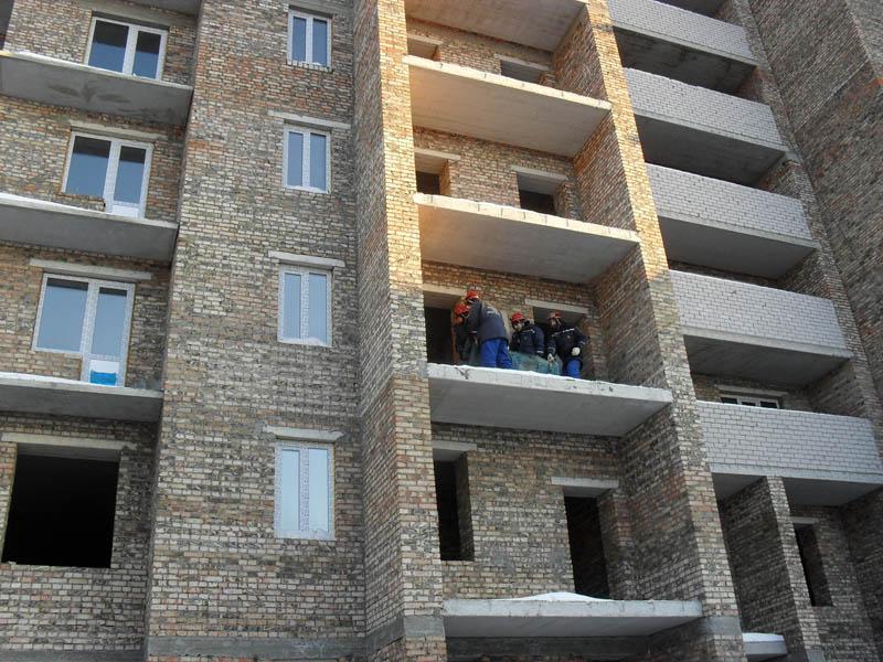 Молодой омич упал с 11 этажа и остался жив