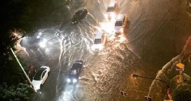 Улицы превратились в бурные реки: после ливня Ростов-на-Дону ушел под воду