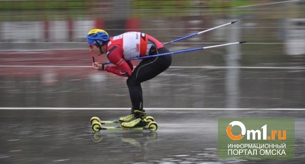 В Омске лыжники разыграли Кубок мэра под дождем