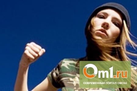 В Омске девушка побила парня и «отжала» у него телефон