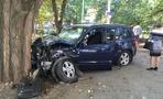 На пути к Омску автомобилист врезался в дерево из-за приступа эпилепсии