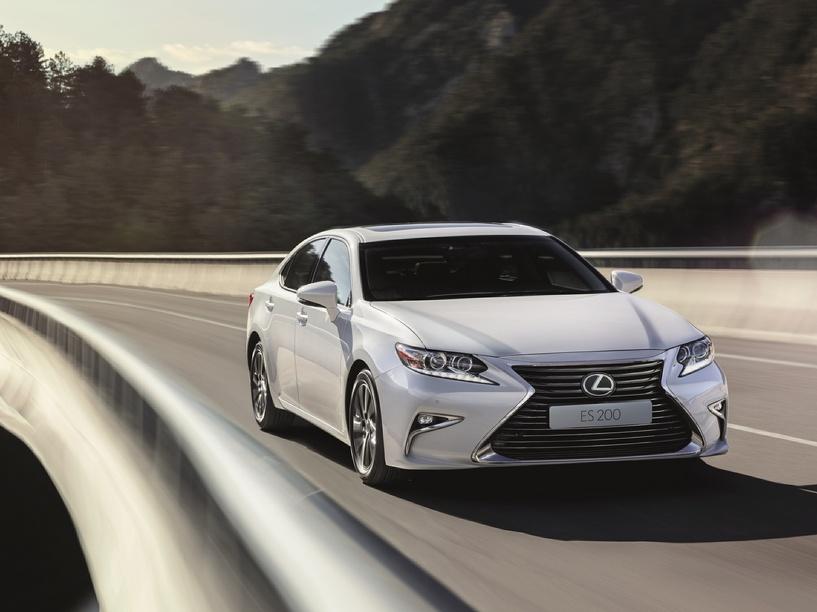 Следите за руками: самый бюджетный Lexus подорожал, но подешевел