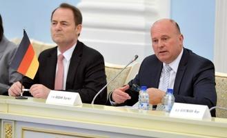 Несмотря на санкции, в Омск приехал представитель Бундестага Хартмут Кошик