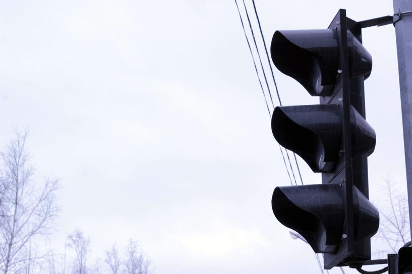 В Омске отключили светофор в центре города