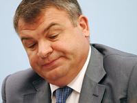 Сердюков отказался говорить, кто продал Таврический дворец его зятю