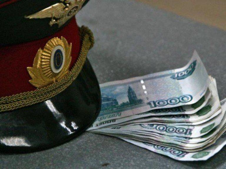 Омского полицейского обвиняют в получении взяток за покровительство проституции