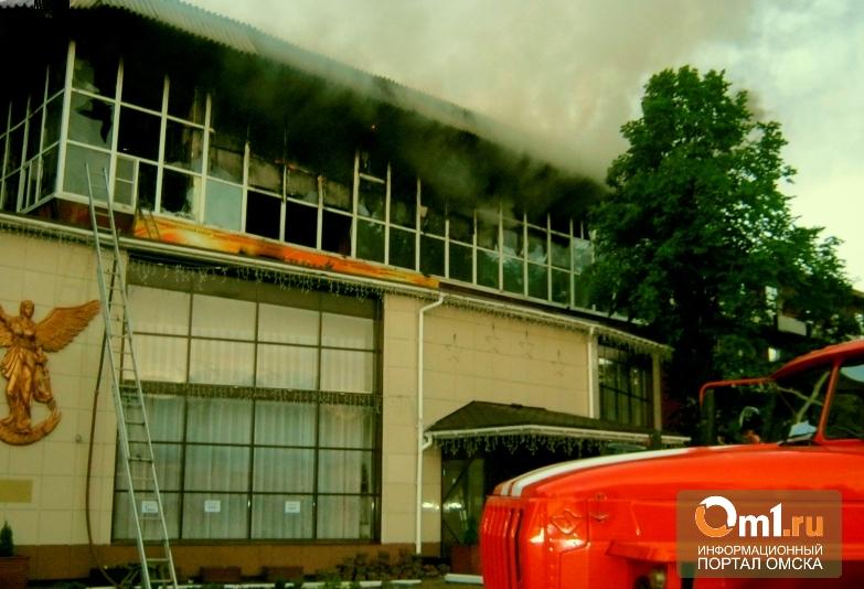 Омский гостиничный комплекс эвакуировали из-за пожара