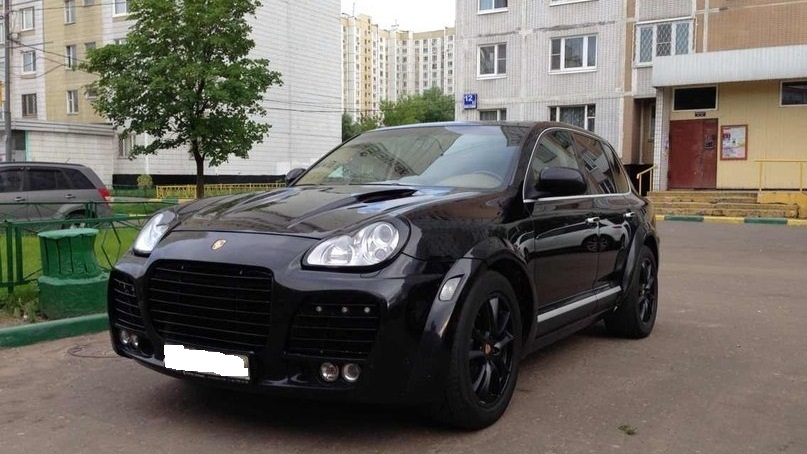 Приставы просят омичей найти черный Porsche Cayenne