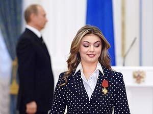 Омичам в Интернете интересны отключение горячей воды и развод Путина