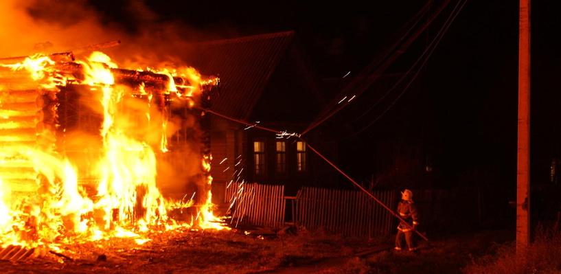 В Омской области женщина спасла от пожара частный дом