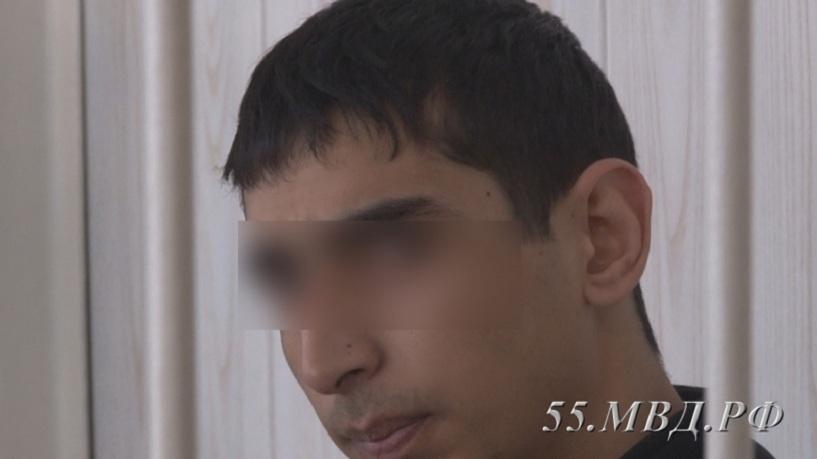Омский наркодилер прятал героин вмусорном баке натрассе
