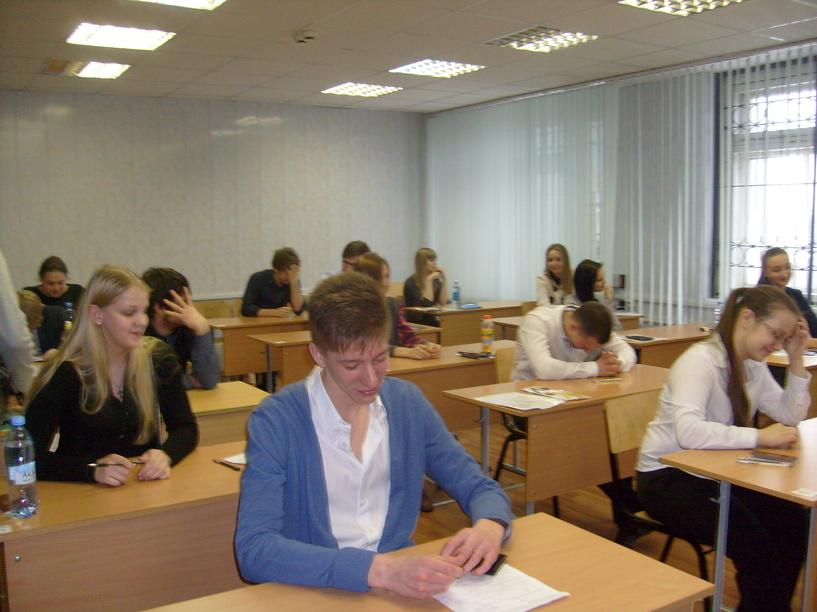 Репортаж: как омские школьники сдавали ЕГЭ досрочно